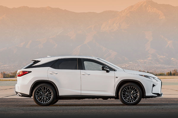 4-2016-lexus-rx-350-f-sport-and-rx-450h-show-up-in-nyc-video-photo-gallery_2