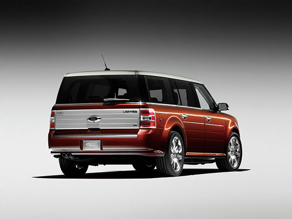 6-2009_Ford_Flex_(One_Quarter_Perspective)