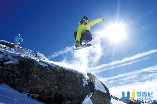 2Snowboarding-at-Perisher-Snowy-Mountains-Image-Credit-Perisher-1