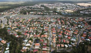 CHP_Export_131845711_Aerial-images-of-suburban-house-in-South-West-Brisbane-Generic-houses-roof-1024x599
