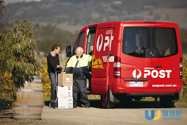 australia-post-delivering-mail
