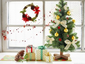 cute-mini-christmas-tree-and-wrapped-gifts