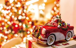 santa-is-coming-with-a-beautiful-red-car-merry-christmas_5120x3200