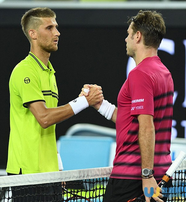 3C2D115500000578-4126000-Klizan_shakes_hands_with_his_opponent_after_failing_to_recovery_-a-4_1484606695718